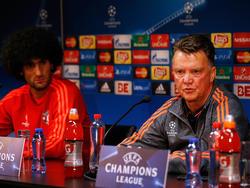 Louis van Gaal (r.) warnt vor Brugge im Playoff-Rückspiel