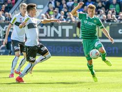 Mathias Honsak und Stefan Schwab - zwei Torschützen im Kampf um den Ball