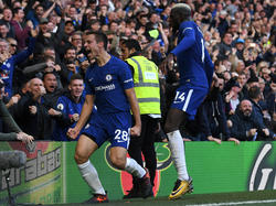 César Azpilicueta (l.) machte den Wahnsinn an der Stamford Bridge perfekt