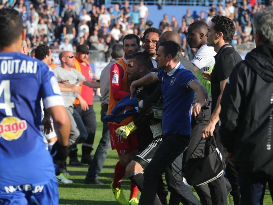 Incidentes durante el Bastia-Lyon (Foto: Getty)