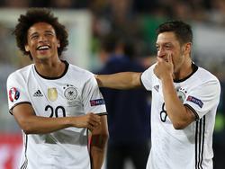 Maesut Özil ist sich sicher, dass Leroy Sané in England einschlagen wird