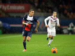 Gregory van der Wiel in actie tijdens Paris Saint-Germain - Girondins Bordeaux. (31-1-2014)