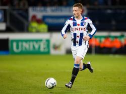 Sam Larsson heeft balbezit tijdens het competitieduel sc Heerenveen - Excelsior. (11-12-2015)