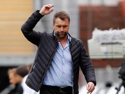 Bernd Hollerbach führt die Kickers in die Relegation