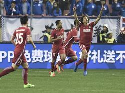 Axel Witsel (r.) heeft zijn eerste doelpunt gemaakt voor Tianjin Quanjian FC. Op bezoek bij Shanghai Greenland tekent hij voor de gelijkmaker. (11-03-2017)