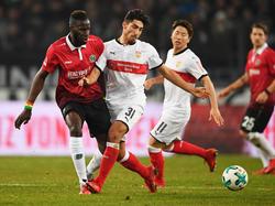 Hannovers Sané (l.) und Stuttgarts Özcan trennten sich Unentschieden