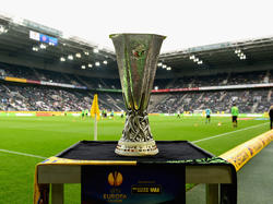 Zum Auftaktmatch der Europa League zwischen Borussia Mönchengladbach und Villarreal CF schaute auch der Pokal im Borussia-Park vorbei - eine Reminiszenz der UEFA an die legendäre Fohlenelf, die den Pott 1975 und 1979 gewann. (18.09.2014)