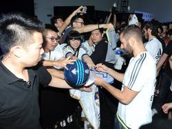 Leider läuft der Fankontakt nicht immer so friedlich für Real-Star Karim Benzema ab