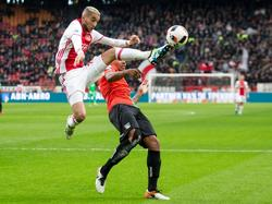 Hakim Ziyech (l.) plukt de bal uit de lucht tijdens de wedstrijd Ajax - NEC. (20-11-2016)