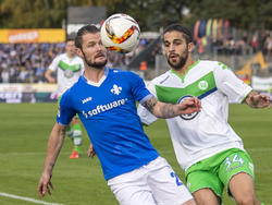 Marcel Heller (l.) wechselt ablösefrei von Darmstadt 98 zum FC Augsburg
