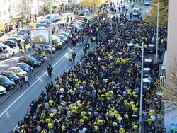 Die BVB -Fans bei ihrem Protestmarsch Quelle: Twitter