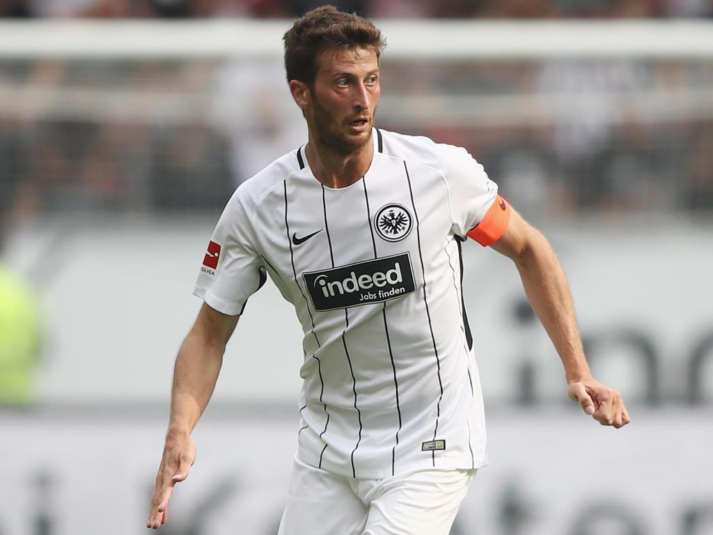 Abwehr-Chef Abraham bleibt Eintracht Frankfurt treu