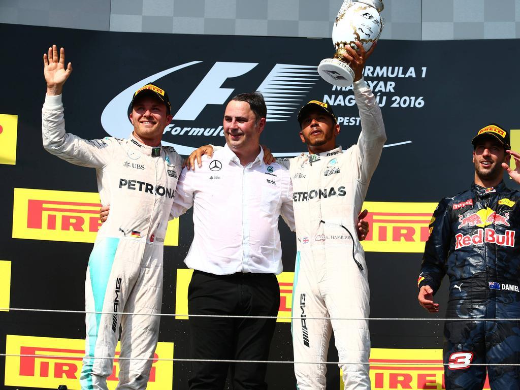 Lewis Hamilton (2.v.r.) ist nun wieder Herr im Haus