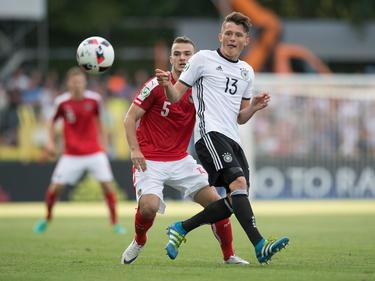 U19-Teamspieler Benjamin Kaufmann im rot-weiß-roten Dress beim EM-Einsatz
