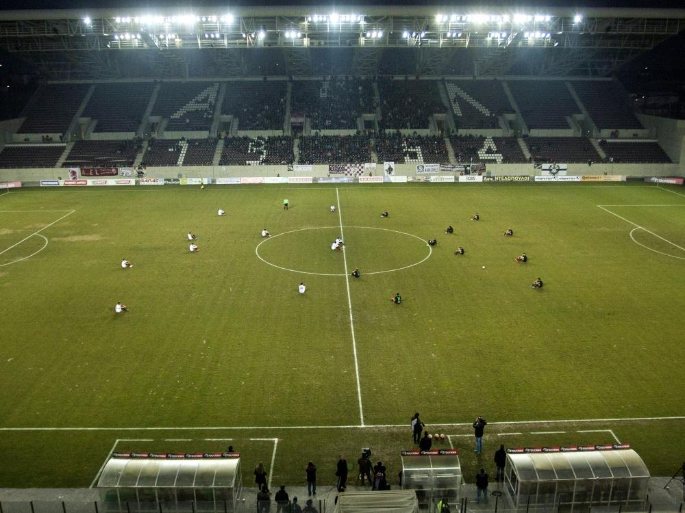 Griechische Fußballer gedenken der toten Flüchtlinge