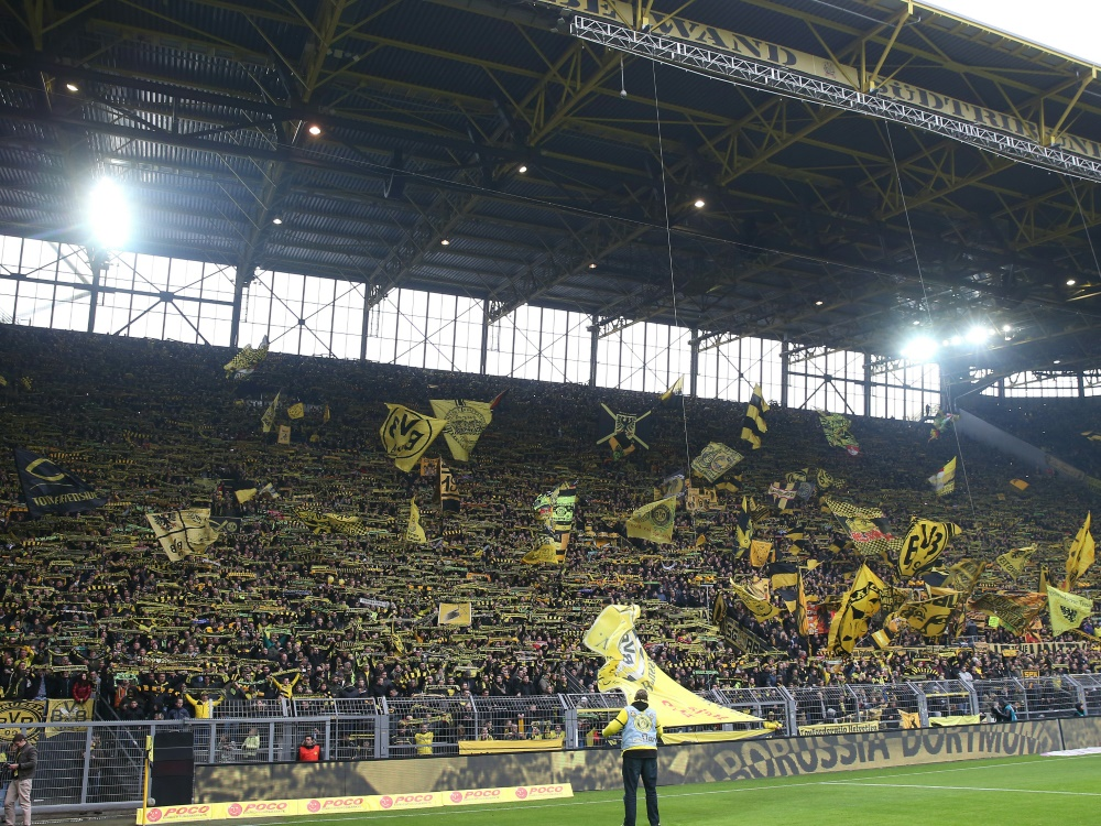 BVB-Fans entfalteten am Samstag ein kontroverses Banner
