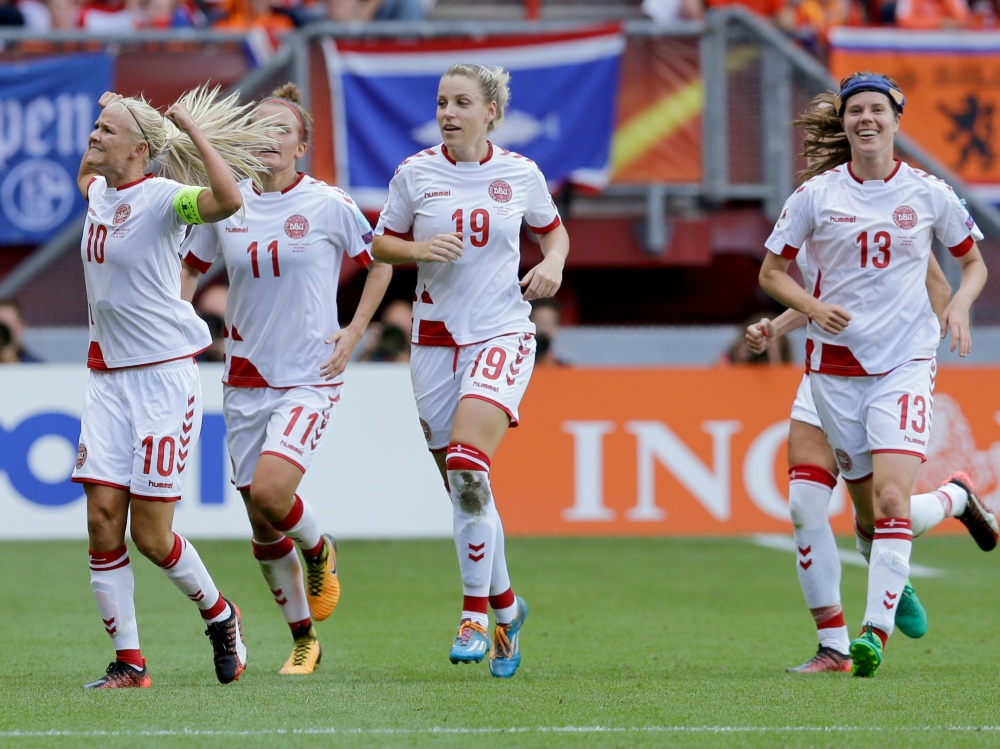 Dänische Fußballer wollen das Frauen-Team unterstützen