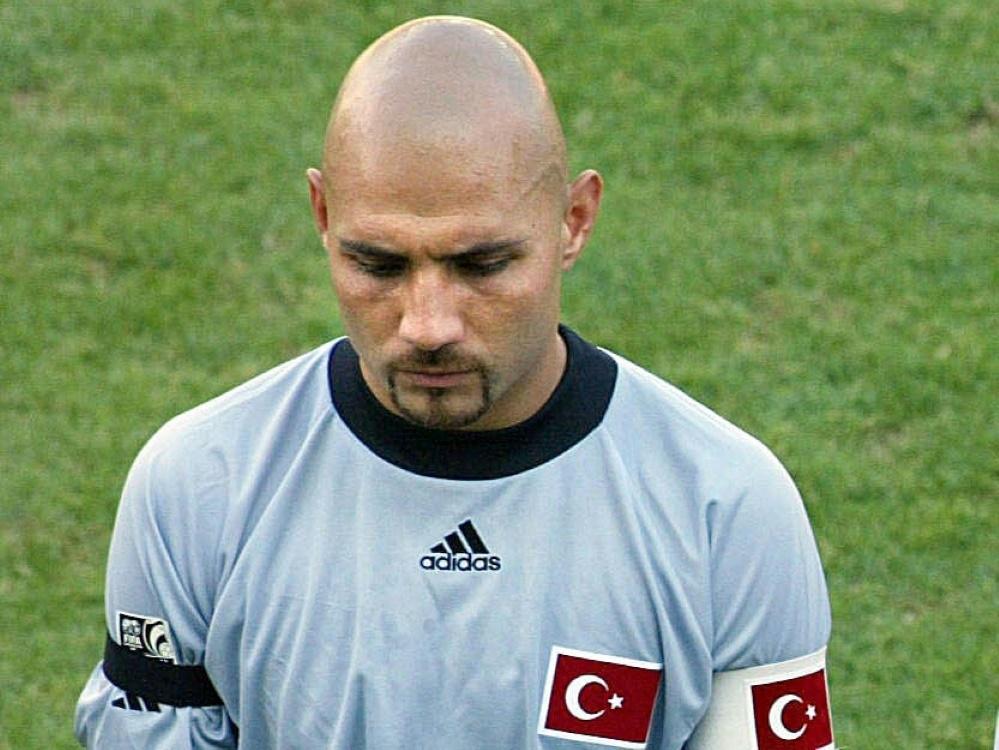 Ömer Çatkıç stand 2003 als Kapitän im türkischen Tor