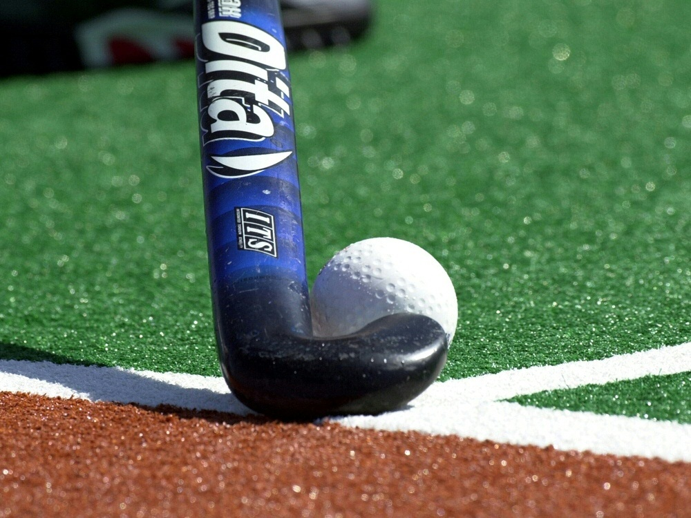 Hockey - Bundesliga: Hockey-DM: Köln und Uhlenhorst greifen nach dem Triple