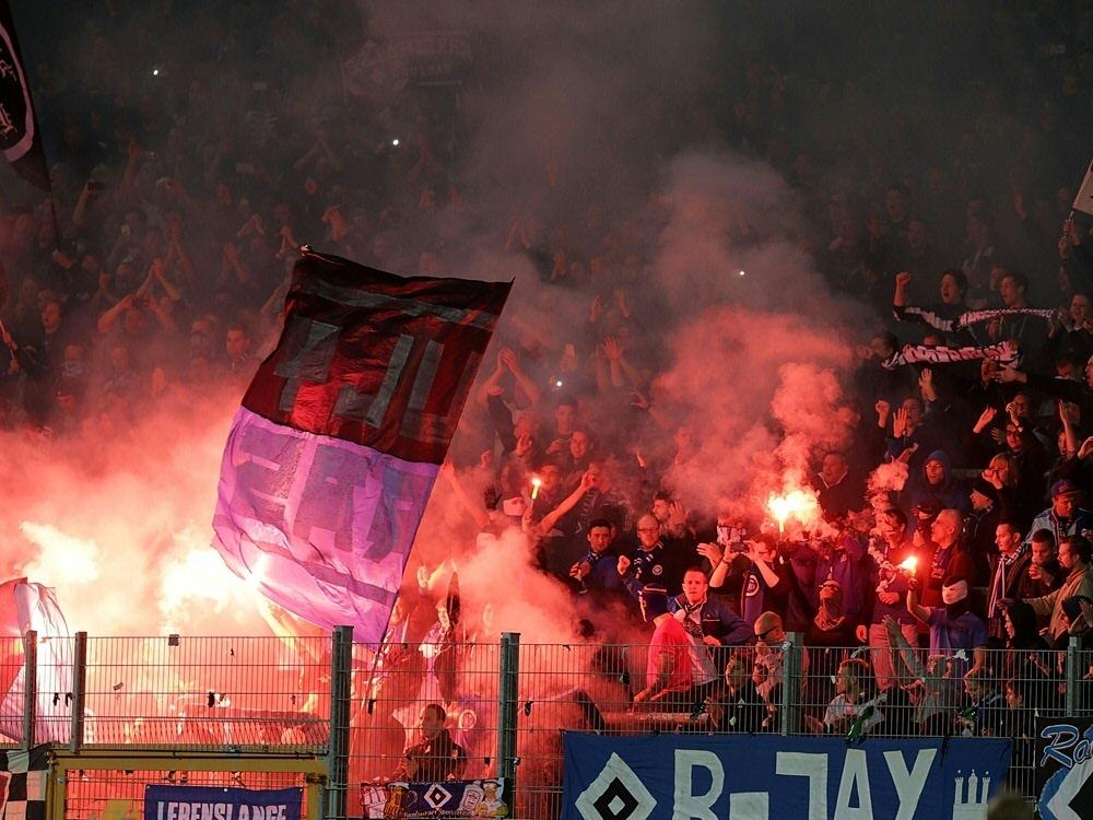 Fehlverhalten der Fans: 45.000 Euro Strafe für HSV
