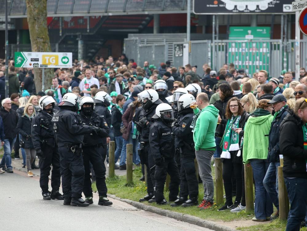 Auseinandersetzungen nach Abpfiff in Bremen