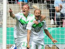 Zsanett Jakabfi (r.) und Alexandra Popp (l.) treffen für den VfL