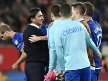 Zlatko Dalić (l.) darf die Kroaten auch bei der WM coachen