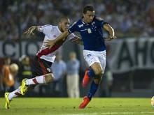 Leandro Damiao (r.) schließt sich Betis Sevilla an