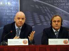 Gianni Infantino (l.) bedauert das Urteil gegen Michel Platini