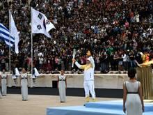 Griechenland übergibt die Olympische Fackel an Südkorea