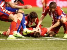 Der Moment des Schocks: Fernando Torres liegt am Boden