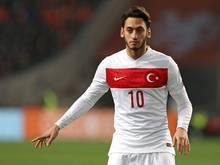 Hakan Çalhanoğlu trifft kurz vor Schluss zum 2:1-Sieg