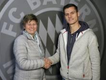 Thomas Wörle (r.) verlängert seinen Vertrag bis 2019