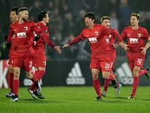 Der FC Augsburg siegt bei Partizan Belgrad sensationell mit 3:1