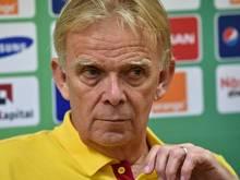 Volker Finke siegt mit Kamerun gegen Indonesien