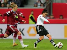 Nationalspielerin Magull (r.) bleibt bis 2017 in Freiburg