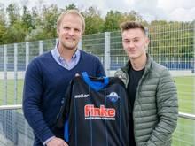 Der SC Paderborn verlängert mit Philippos Selkos (r.)