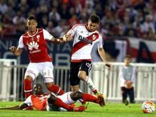 Leverkusen zeigt angeblich Interesse an Lucas Alario (r.)