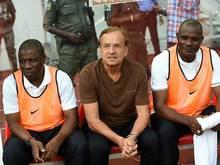 Erfolg für Nigeria und Cheftrainer Gernot Rohr (Mitte)