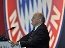 Uli Hoeneß besucht die Partie der Bayern-U-19