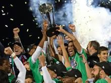 Raúl feiert mit seinen Mitspielern