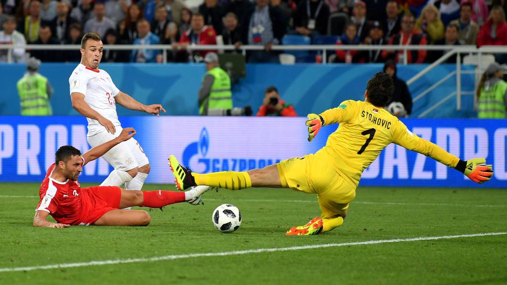 Xherdan Shaqiri erzielt das 2:1 für die Schweiz