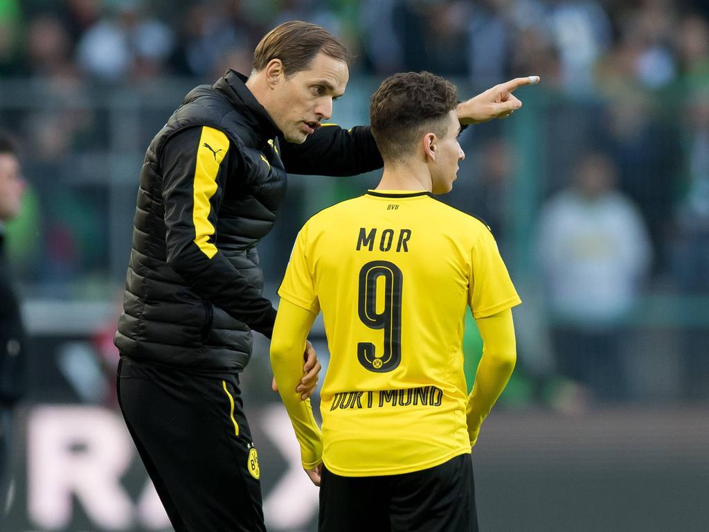 Emre Mor (r.) hat es Berichten zufolge beim BVB-Training nicht leicht