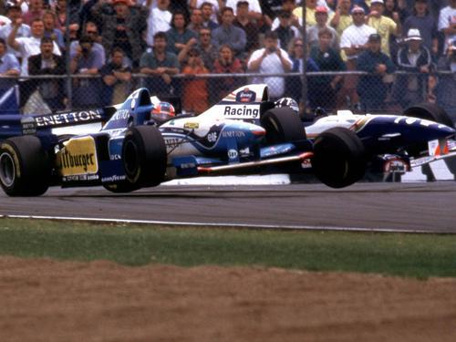 Mit Damon Hill (h.) lieferte sich Michael Schumacher legendäre Duelle