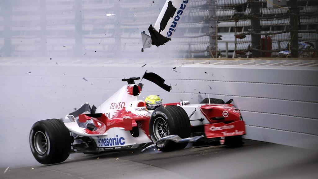 Ralf Schumacher crasht im Training böse und verzichtet auf den Renn-Start