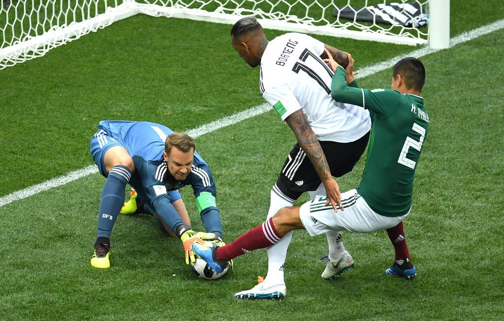 Manuel Neuer greift zu