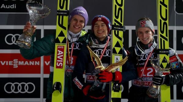Andreas Wellinger (l.) landet auf Rang zwei bei der Vierschanzentournee