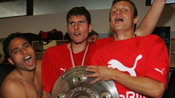 Holte 2007 mit dem VfB die Meisterschaft: Mario Gomez (M.)