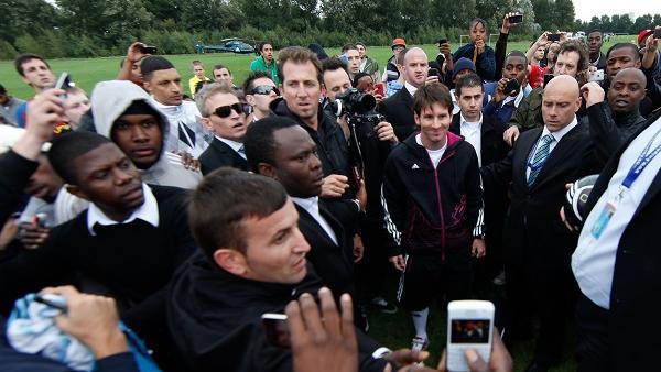 Lionel Messi besucht die Hackney Marshes